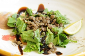 This lentil spinach salad is tasty, filling, and healthful!